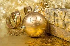 金黄魔术圣诞节静物画 免版税库存图片