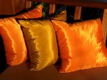 金黄2个的坐垫 库存图片