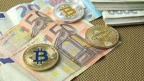 金黄bitcoin、蓝色bitcoin和银bitcoin 股票录像
