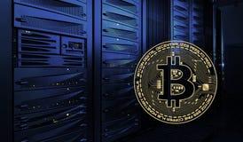 金黄bitcoin在datacenter背景中在暗室 发光的计算机机架在透视的 Bitcoin采矿 免版税库存图片