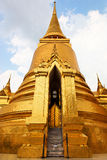 金黄Chedis,全部宫殿-曼谷,泰国 免版税库存图片