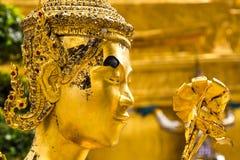 金黄Kinnaree雕象 免版税库存图片