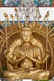 金黄kuan雕象寺庙yin 免版税库存图片