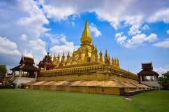 金黄luang pha stupa万象 库存图片