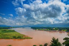 金黄三角,从泰国的看法的地区向缅甸 金黄三角 湄公河的地方,毗邻 库存照片