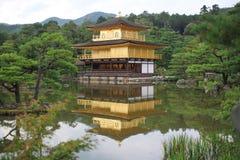 金黄京都寺庙 库存照片