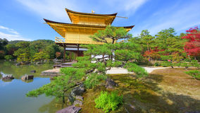 金黄亭子秋天在京都 图库摄影