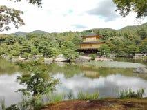 金黄亭子风景在京都,日本 免版税库存图片