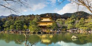 金黄亭子(Kinkakuji寺庙) 免版税库存照片