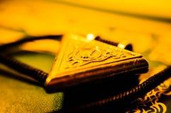 金黄伊斯兰教的祷告大奖章 库存照片