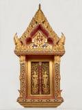 金黄佛教寺庙窗口 免版税图库摄影
