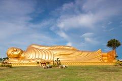 金黄佛教雕象 图库摄影