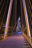 金黄周年纪念桥梁伦敦在有启发性的夜五颜六色之前 库存图片
