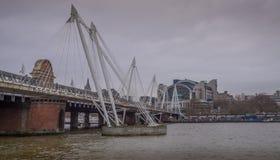 金黄周年纪念桥梁,伦敦英国 免版税图库摄影