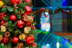 金黄圣诞树 库存图片