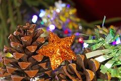 金黄圣诞节星装饰品 免版税图库摄影