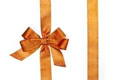金黄垂直的礼物丝带和豪华弓 图库摄影