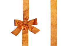 金黄垂直的礼物丝带和豪华弓 免版税图库摄影