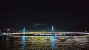 金黄垫铁地铁桥梁或Halic地铁Koprusu在伊斯坦布尔,土耳其 库存图片