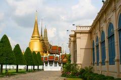 金黄塔在王宫。 免版税库存图片