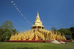 500金黄塔泰国寺庙, Saraburi,泰国 库存照片