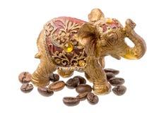 金黄大象雕象用Cofee豆 免版税库存照片