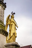 金黄天使雕象在萨格勒布,克罗地亚 免版税库存图片