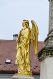 金黄天使雕象在萨格勒布,克罗地亚 库存图片