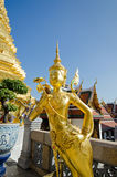 金黄天使雕象,寺庙曼谷玉佛寺, 曼谷泰国 库存图片