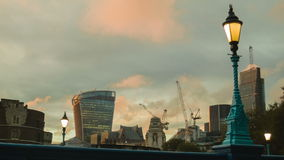 金黄小时在从塔桥梁的看法的伦敦 股票视频