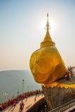 金黄岩石或Kyaiktiyo塔 缅甸 免版税图库摄影