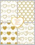 金黄心脏闪烁背景 无缝的模式 了不起的设计为情人节 免版税库存图片