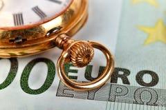 金黄怀表和欧元 免版税库存照片