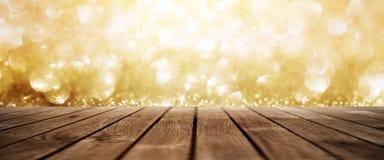 金黄抽象闪烁点燃背景 库存图片