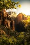 金黄日出在锡安峡谷国家公园 免版税图库摄影