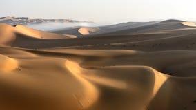 金黄沙子和沙丘 图库摄影