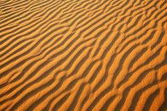 金黄沙漠到日落里 库存图片