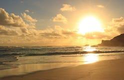 金黄海洋日落 库存图片