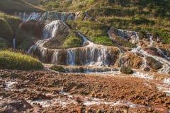 金黄瀑布是一个最美丽的瀑布在台湾 免版税库存照片