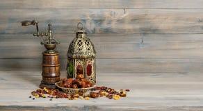 金黄灯笼葡萄酒磨房 东方阿拉伯装饰果子 免版税图库摄影