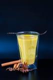金黄牛奶用香料 图库摄影
