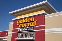 金黄畜栏自助餐和格栅的外部 免版税库存图片