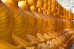 金黄的buddhas 大菩萨 普吉岛 泰国 库存图片
