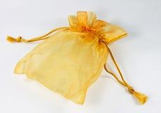 金黄礼物袋子。 免版税库存照片
