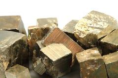 金黄立方体(硫铁矿矿物) 图库摄影