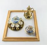金水罐在框架的茶benjarong在白色背景 免版税库存图片