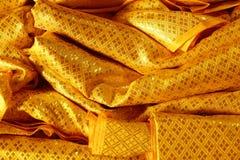 金黄背景的颜色古老纺织品纹理 库存图片