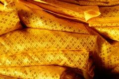 金黄背景的颜色古老纺织品纹理 免版税库存图片