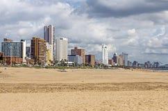 金黄英里海滩前面在德班南非 库存图片