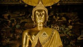 金黄菩萨在大厅, Wat Phra Chetupon Vimolmangklararm Wat Pho寺庙,泰国里 免版税库存图片